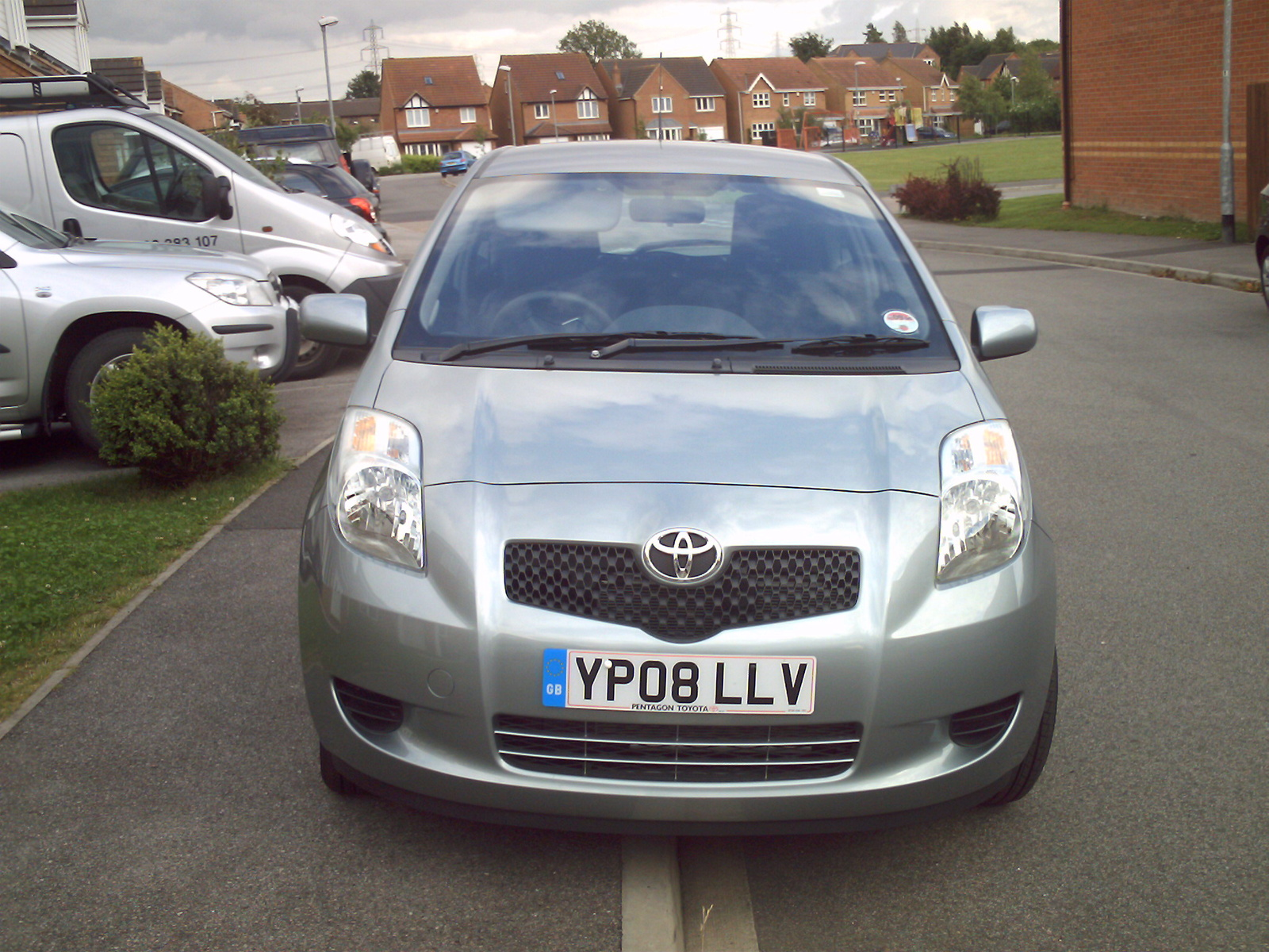 about 39 2008 toyota yaris hatchback 39 pearly whites ying. Black Bedroom Furniture Sets. Home Design Ideas
