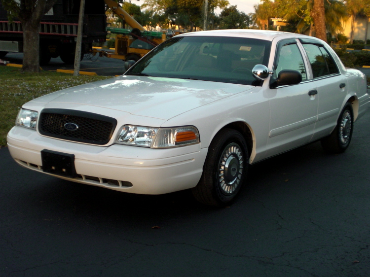 2004 Ford Crown Victoria picture