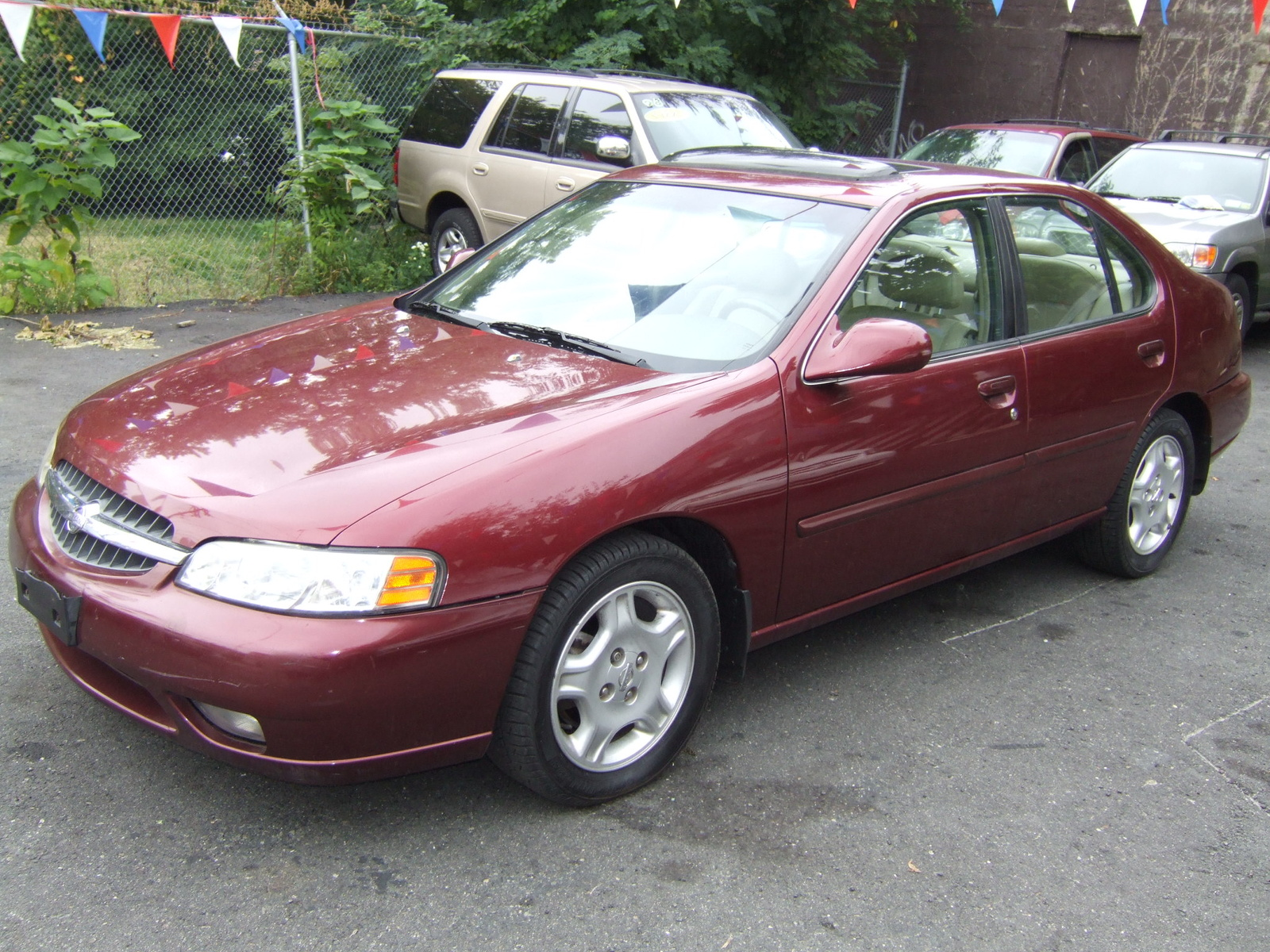 1999 Nissan Altima 4 Dr GLE Sedan picture