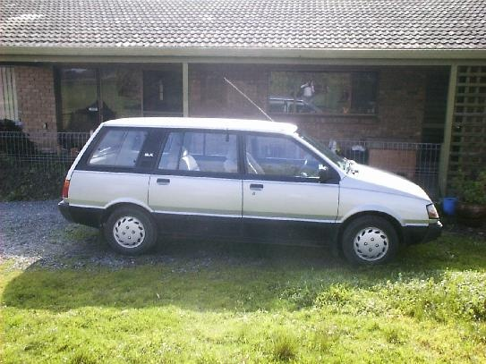 Picture of 1990 Mitsubishi Vanwagon