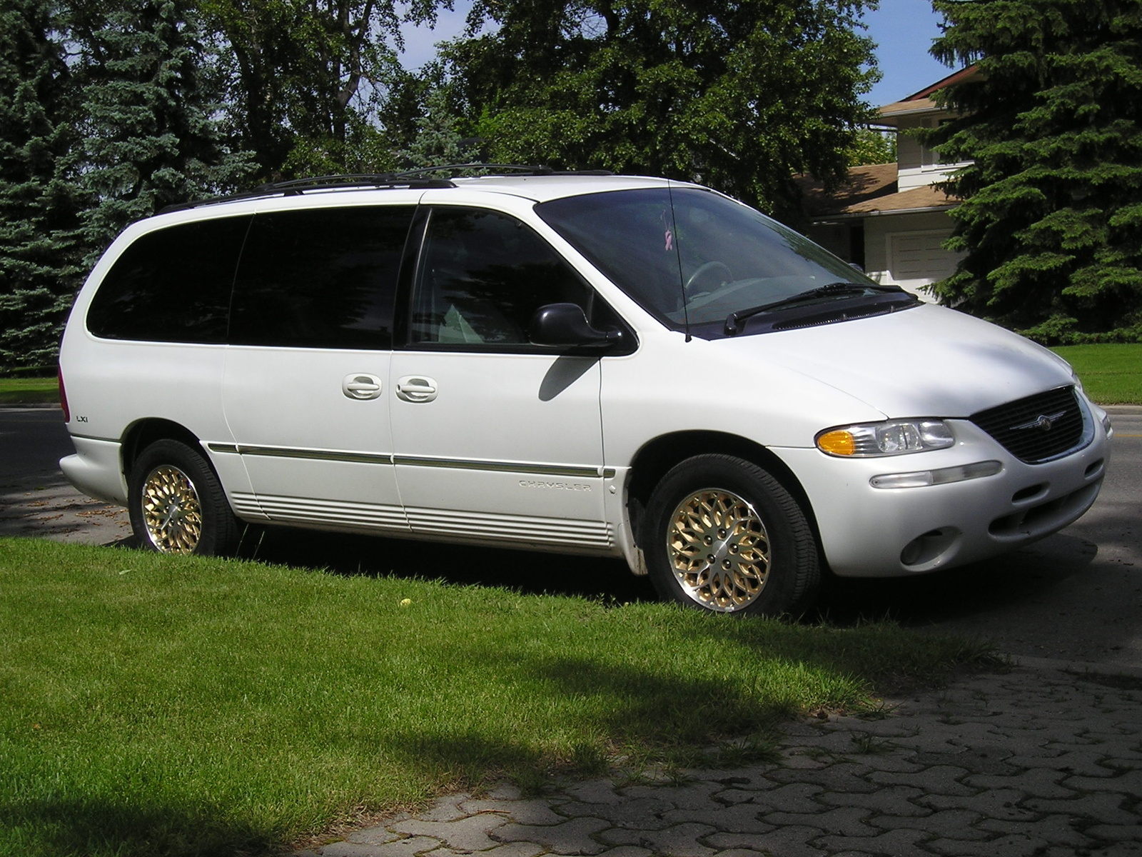 1993 Chrysler Town & Country Chrysler Town and Country STD picture