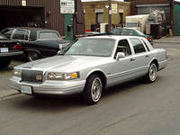 1995 Lincoln Town Car Signature, 1995 Lincoln Town Car 4 Dr Signature Sedan picture, exterior
