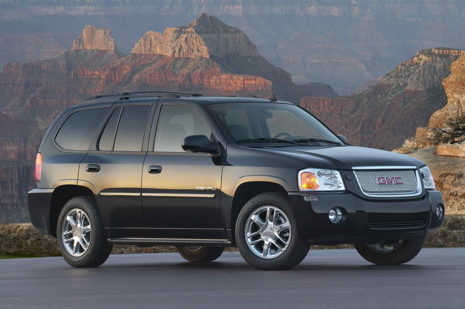 2009 GMC Envoy Denali, Front Right Quarter View, exterior, manufacturer