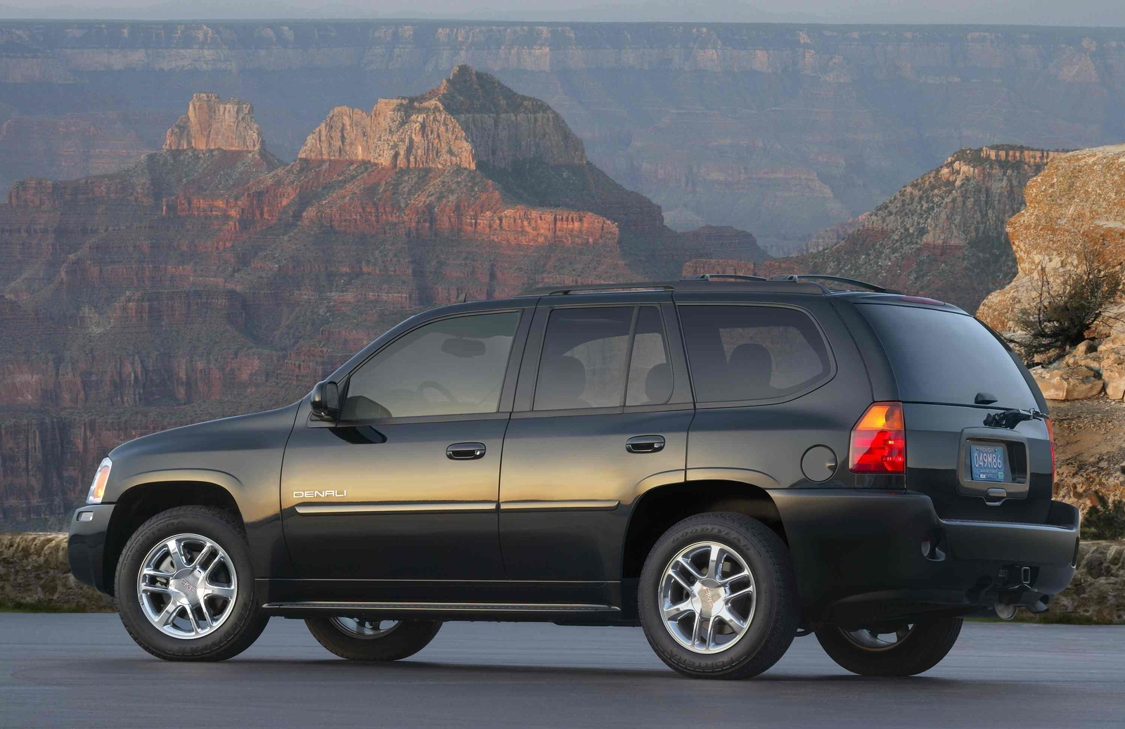 2009 GMC Envoy Denali, Left Side View, manufacturer, exterior