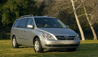 2009 Hyundai Entourage, Front Right Quarter View, exterior, manufacturer
