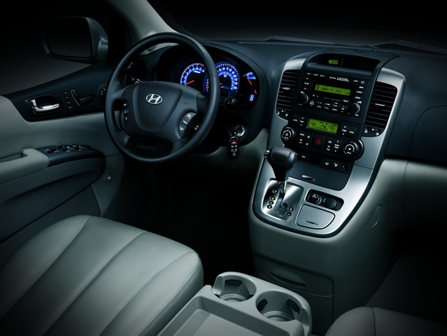 2009 Hyundai Entourage, Interior Front View, interior, manufacturer