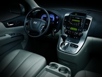 2009 Hyundai Entourage, Interior Front View, manufacturer, interior