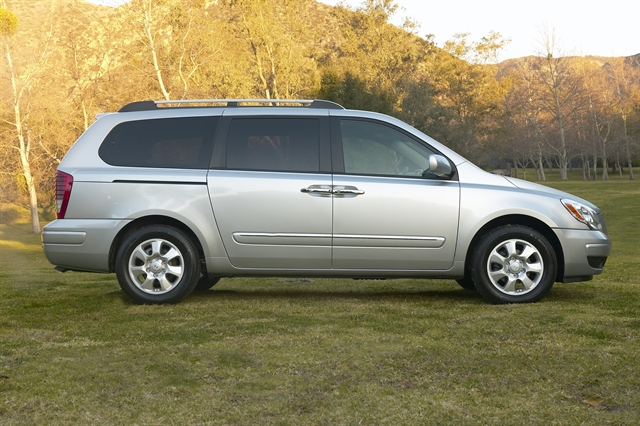 2009 Hyundai Entourage, Right Side View, manufacturer, exterior