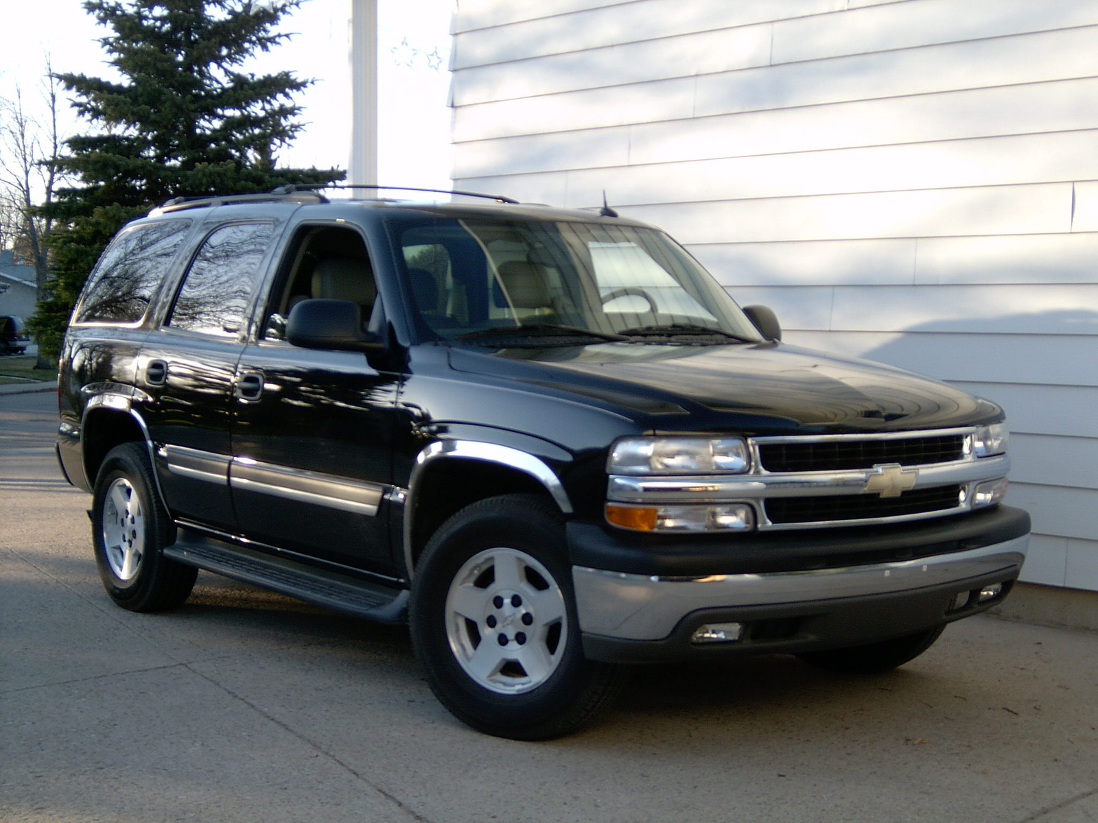 2004 chevrolet tahoe pictures cargurus. Black Bedroom Furniture Sets. Home Design Ideas