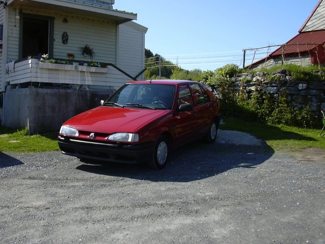 Picture of 1995 Renault 19, exterior