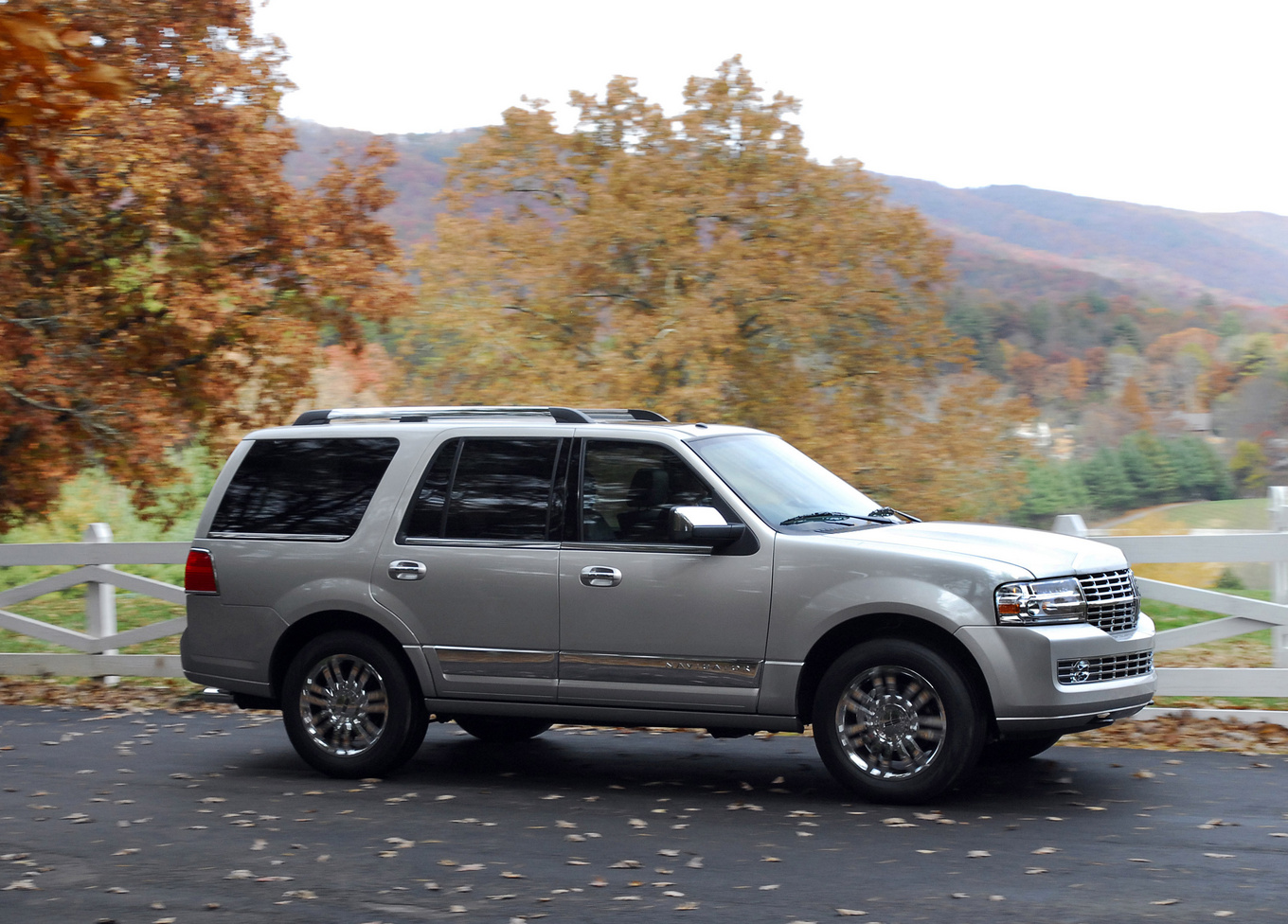 2009 Lincoln Navigator, Right Side View, exterior, manufacturer