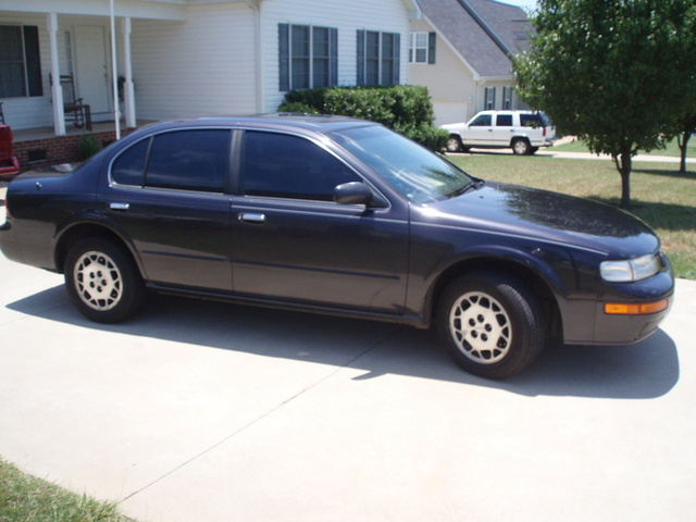 Picture of 1995 Nissan Maxima GLE