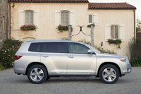 2008 Toyota Kluger Overview