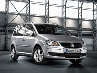 2009 Volkswagen Routan, Front Right Quarter View, exterior, manufacturer