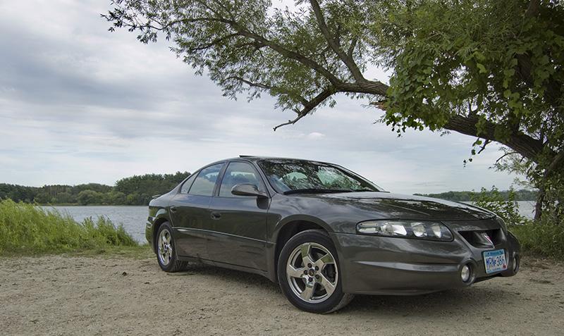 2002 Pontiac Bonneville SLE picture