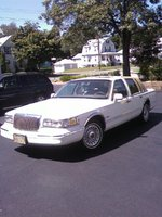 1997 Lincoln Town Car Signature, My 1997 Lincoln Town Car 4 Dr Signature Sedan Gold Coast Edition.  Bad Larry., exterior