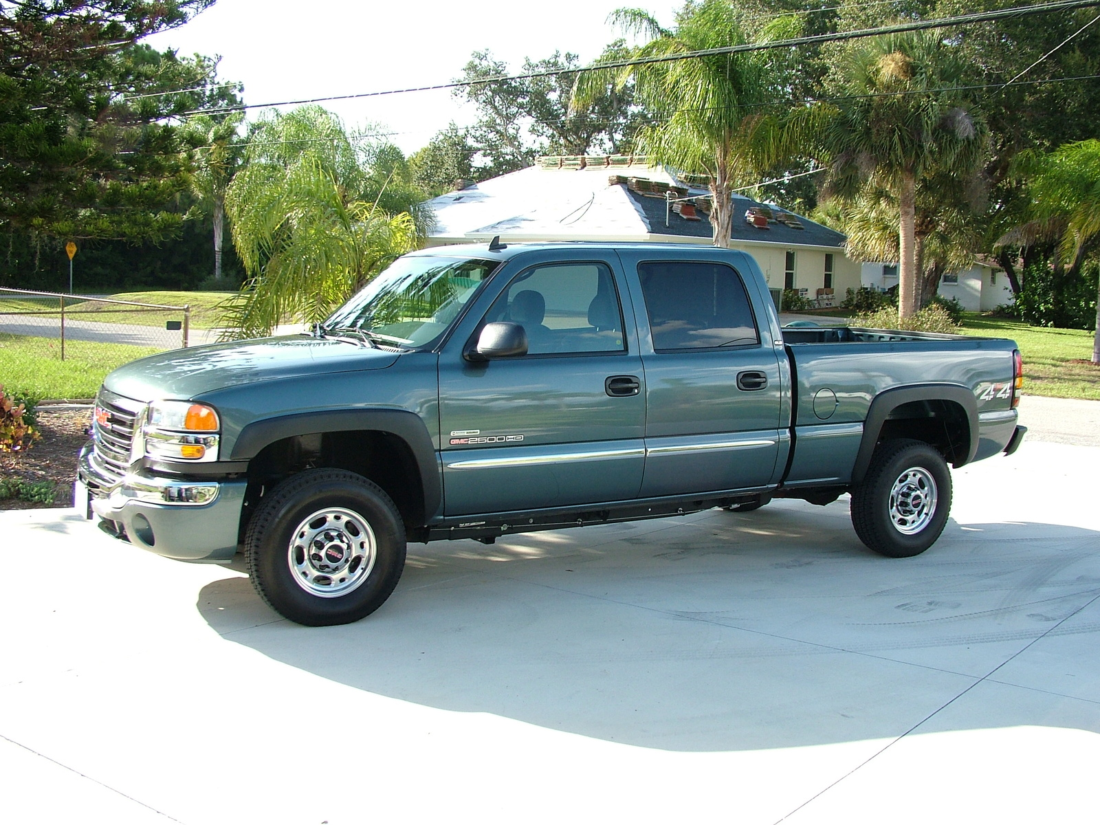 2007 GMC Sierra 2500HD Classic 4 Dr SLT Crew Cab 4WD picture, exterior