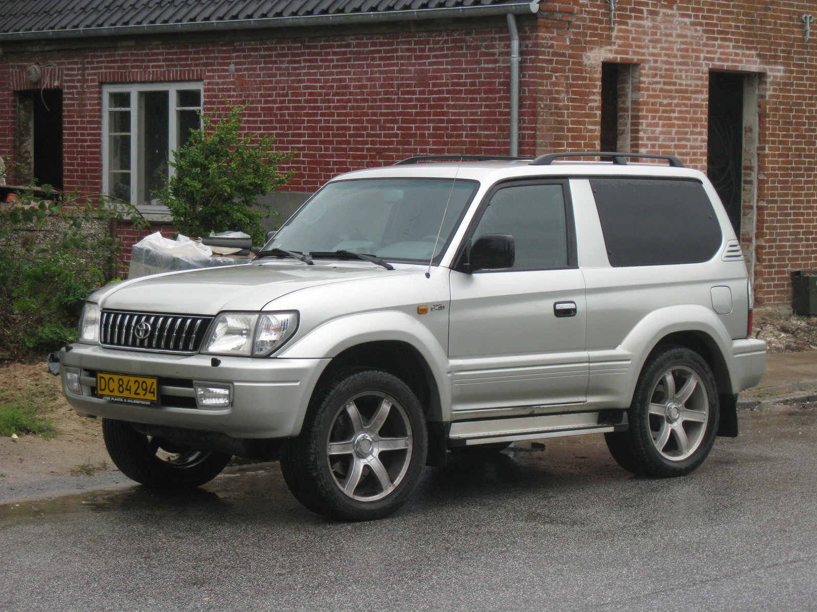 2002 Toyota Land Cruiser picture