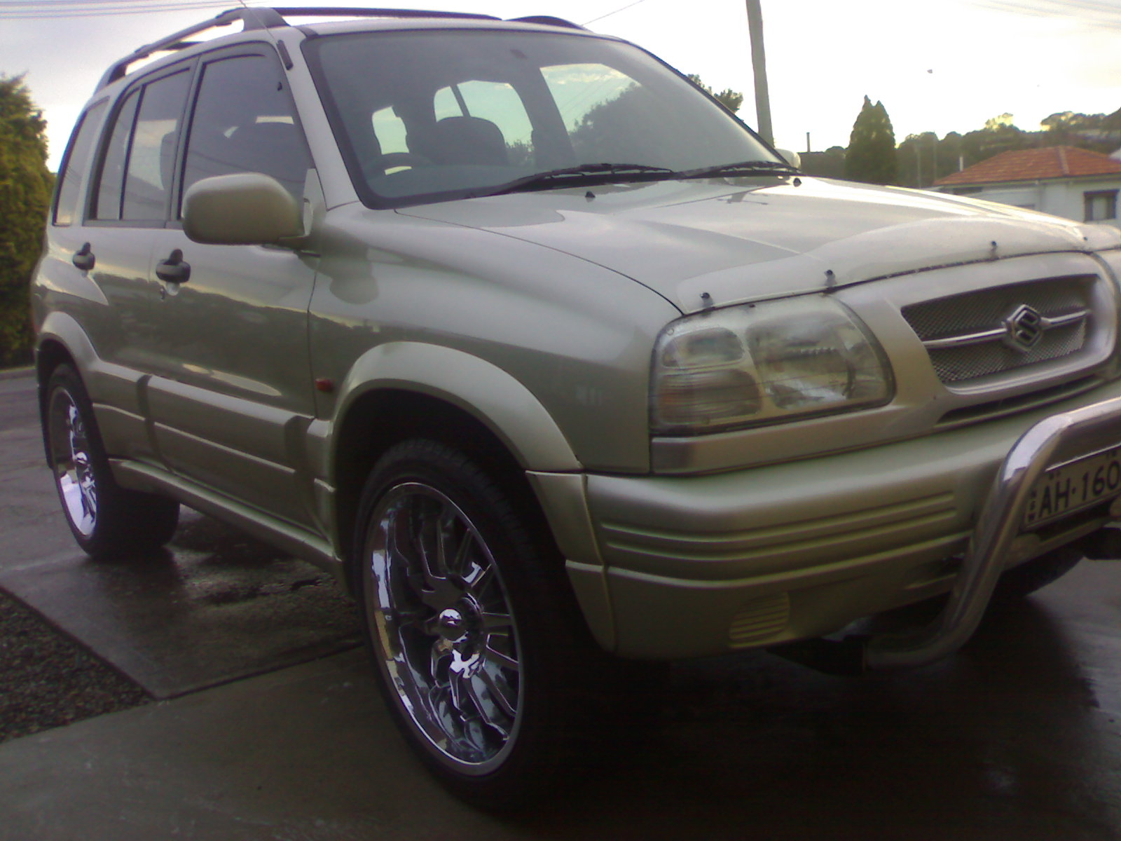 2000 Suzuki Grand Vitara 4 Dr Limited 4WD SUV picture