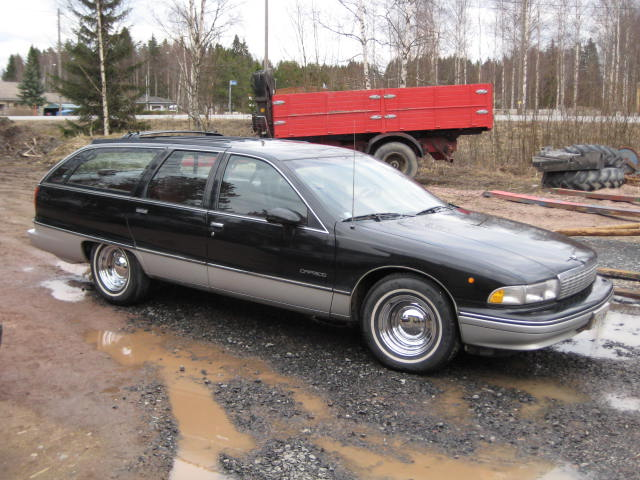 1992 Chevrolet Caprice 4 Dr STD Wagon picture