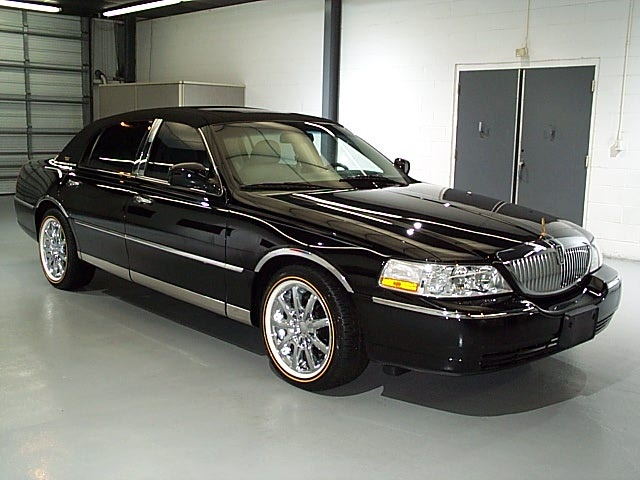 2006 Lincoln Town Car Overview Cargurus