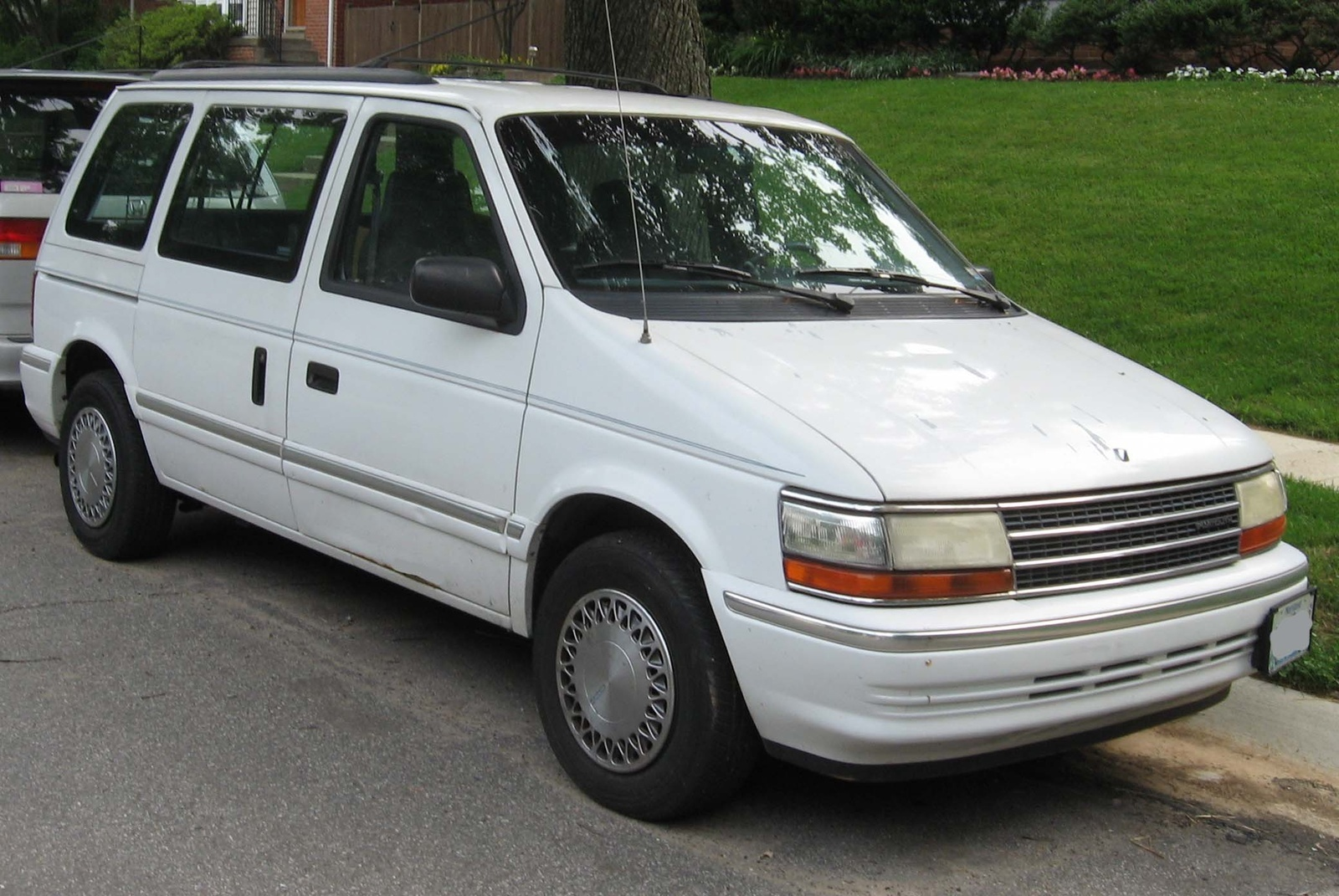 Plymouth Voyager Dr Le Passenger Van Pic X on 1991 Dodge Grand Caravan