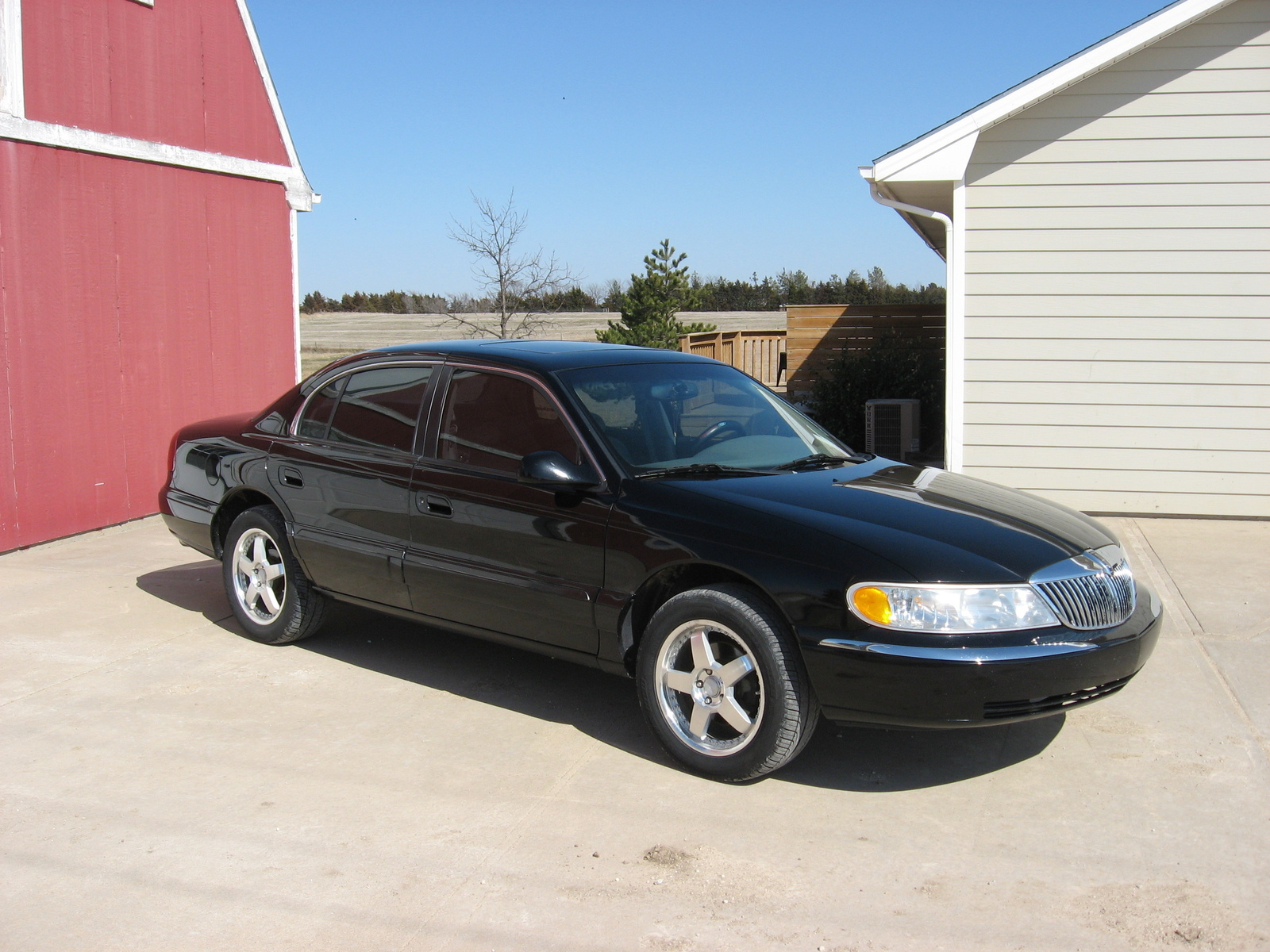 1998 Lincoln Continental 4 Dr STD Sedan picture