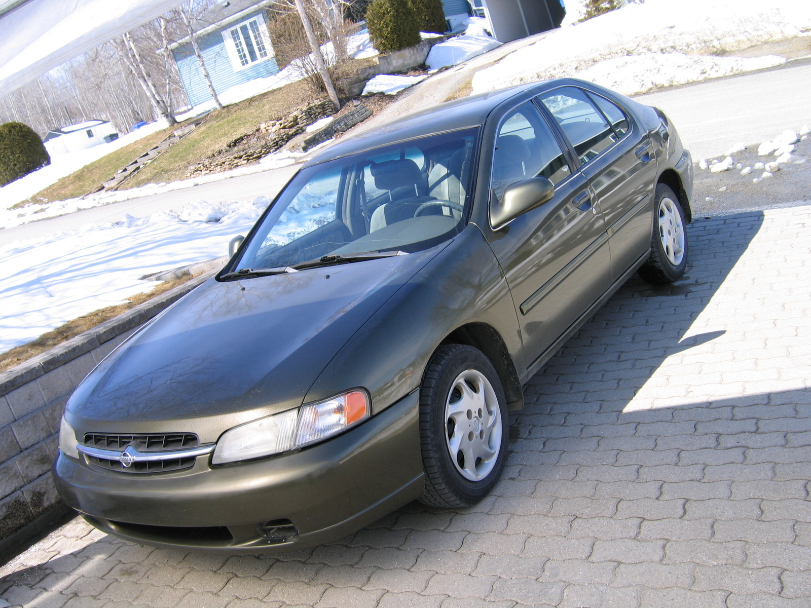 1998 Nissan Altima 4 Dr GXE Sedan picture