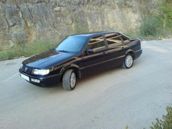 Picture of 1995 Volkswagen Passat 4 Dr GLS Sedan