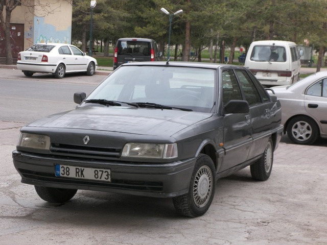 Picture of 1991 Renault 21, exterior