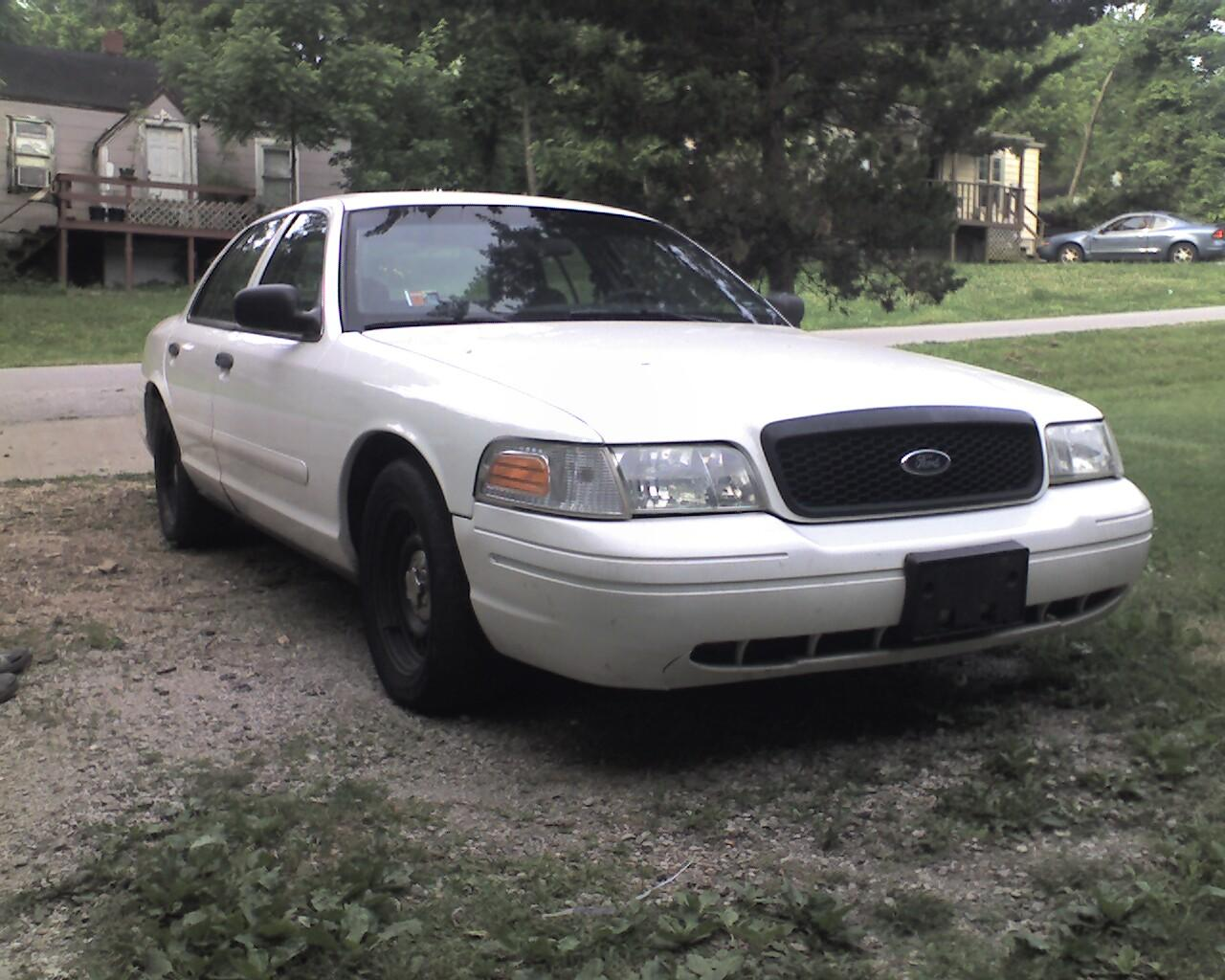2002 Ford Crown Victoria LX Sport picture