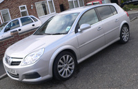 2005 Vauxhall Signum Overview