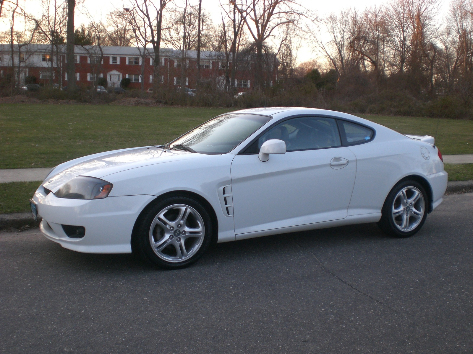 Picture of 2005 Hyundai Tiburon GT