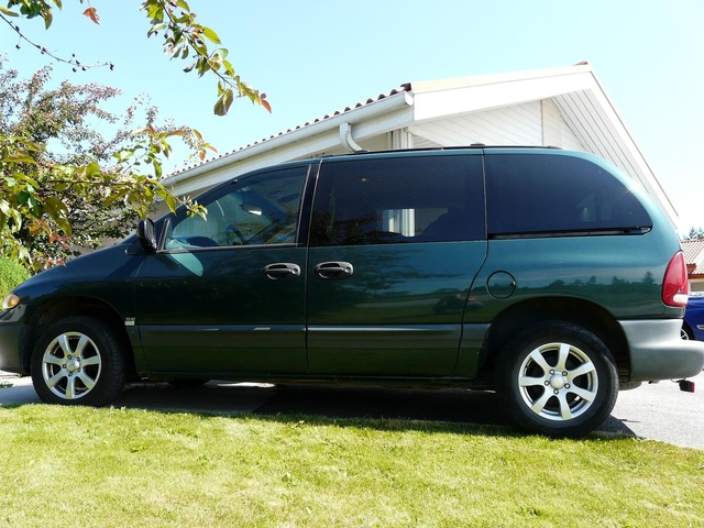 Picture of 1996 Plymouth Voyager SE, exterior, gallery_worthy