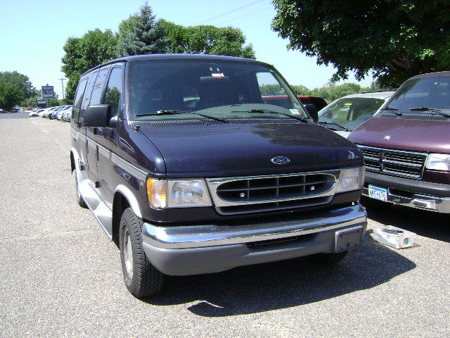 2001 Ford Econoline Wagon picture