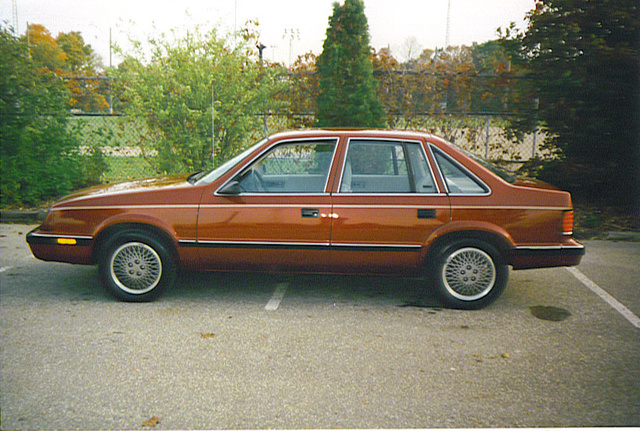 Picture of 1985 Chrysler Le Baron