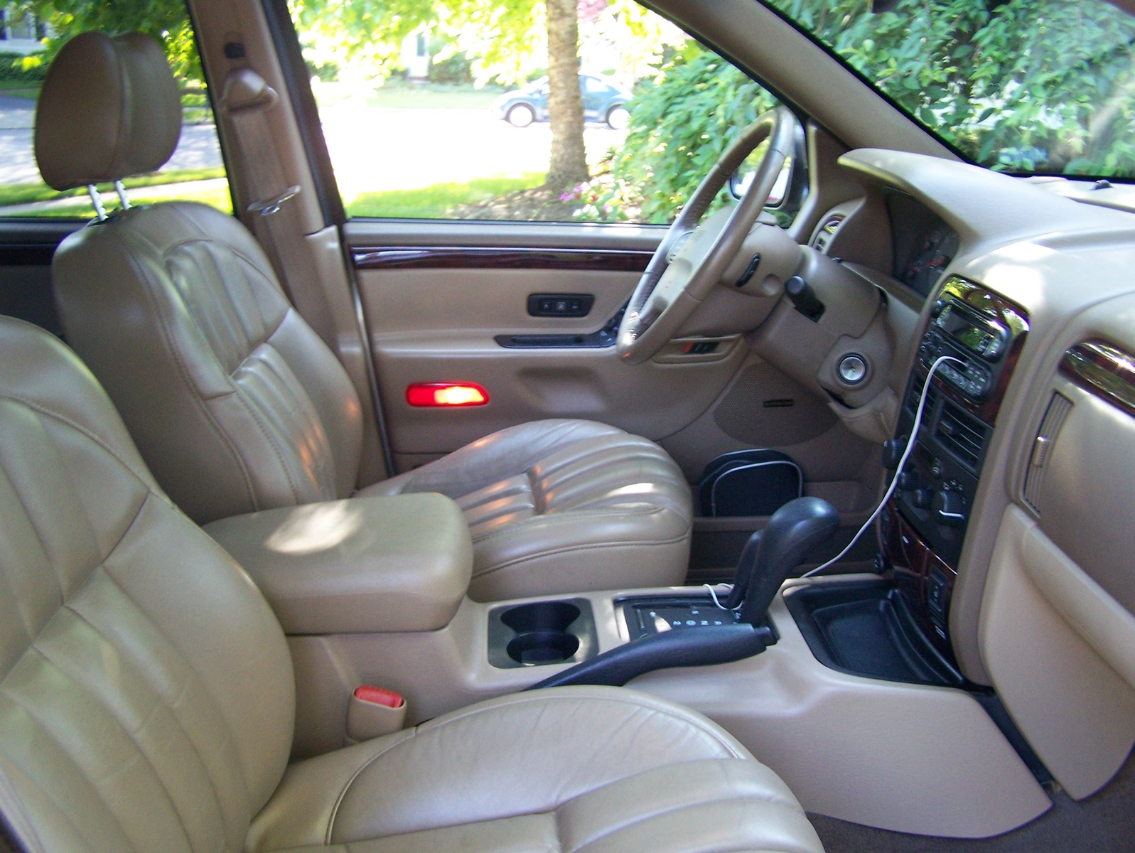 Filename 2000_jeep_grand_cherokee_limited_4wd pic 17949 jpeg