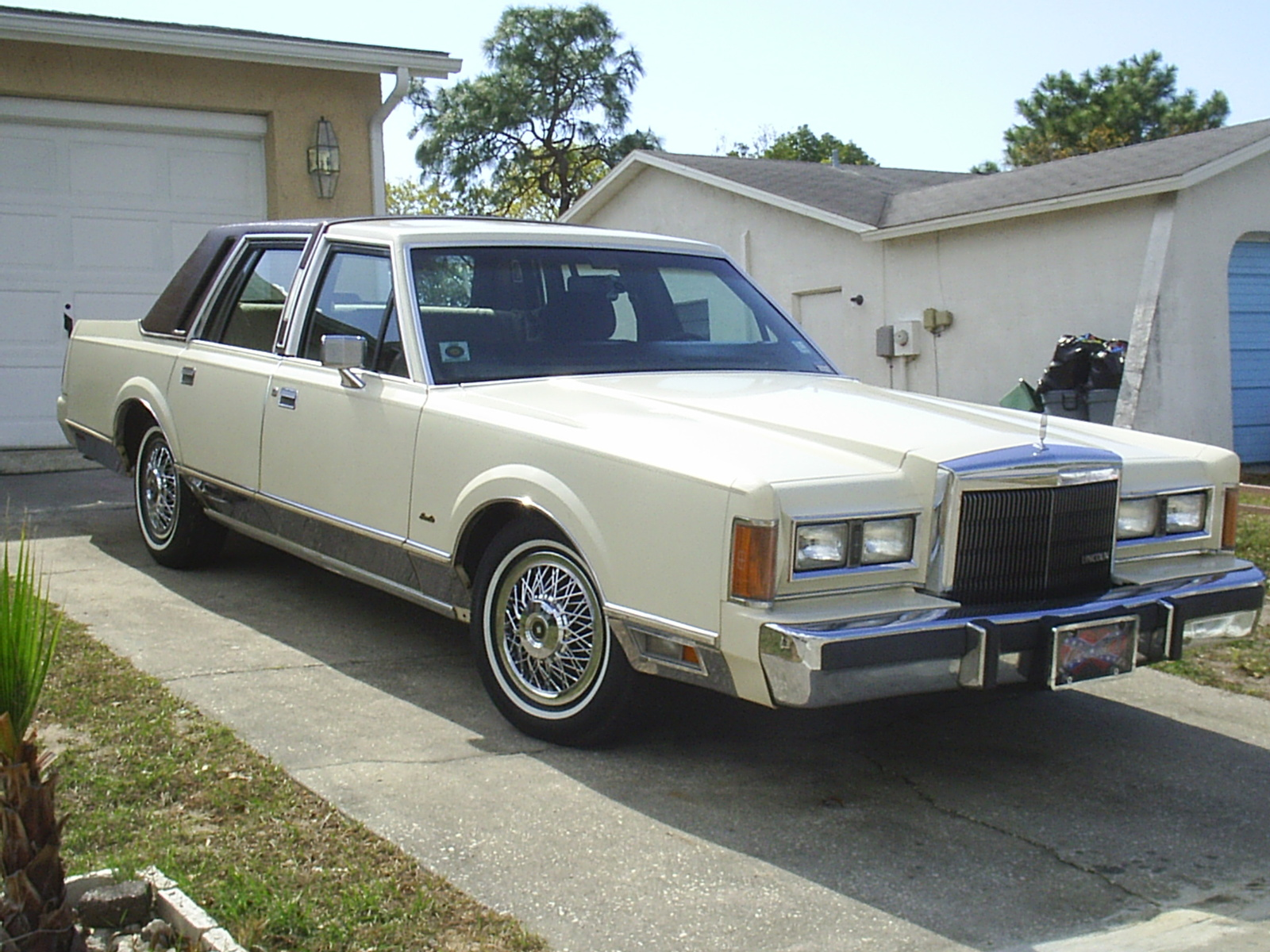 EBay Car of the Week: 1989 Lincoln Town Car, 72k Miles, 6,995 1989 car lincoln photo town
