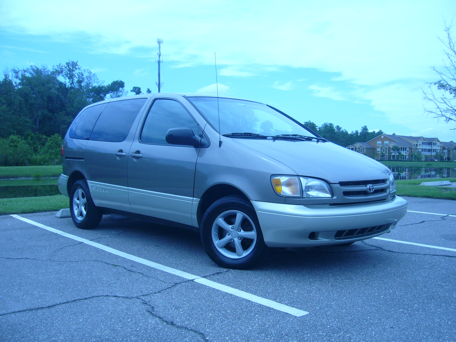 Picture of 1999 Toyota Sienna 3 Dr CE Passenger Van