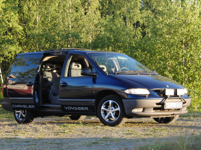 Picture of 2001 Chrysler Voyager