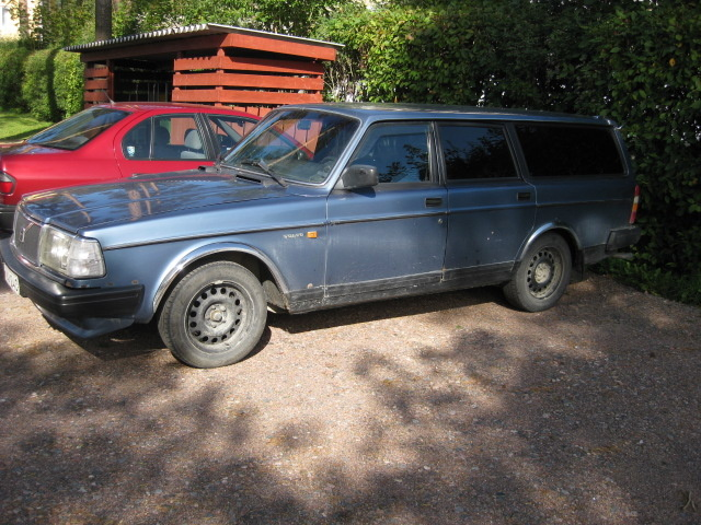 Picture of 1987 Volvo 245