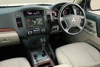 Picture of 2007 Mitsubishi Pajero, interior