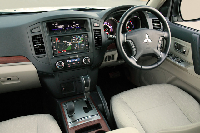 Picture of 2007 Mitsubishi Pajero, interior, gallery_worthy