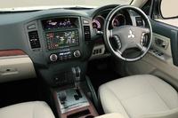 Picture of 2007 Mitsubishi Pajero, interior