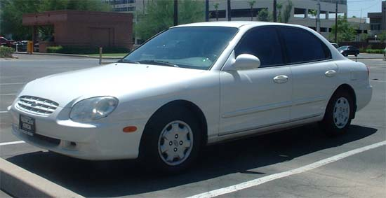 1999 Hyundai Sonata 4 Dr STD Sedan picture