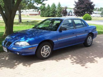 1995 Pontiac Grand Am 4 Dr SE Sedan picture