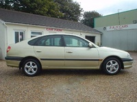 2000 Toyota Avensis Overview