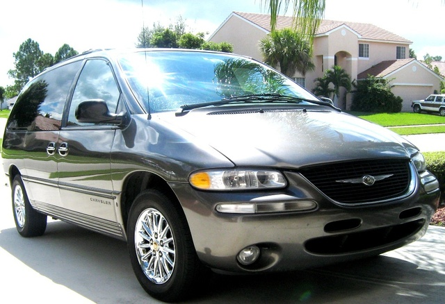 Picture of 1999 Chrysler Town & Country Limited