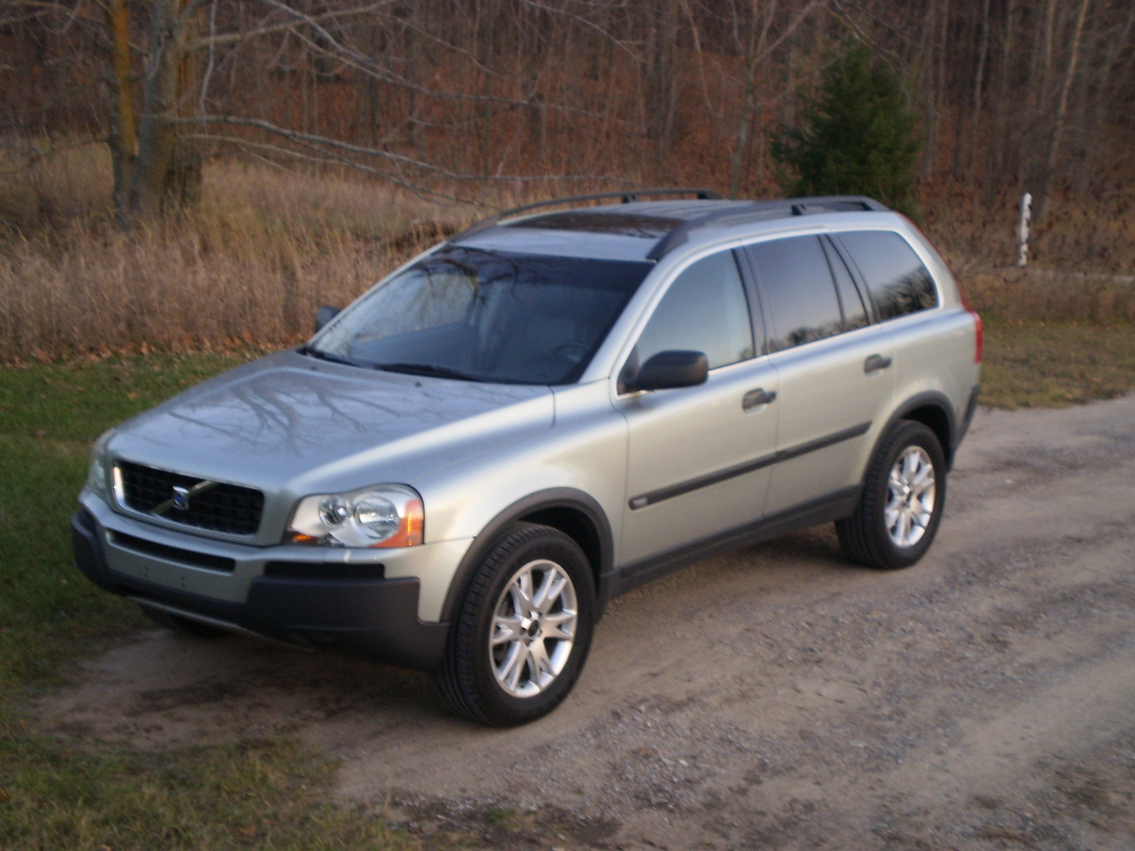 2004 volvo xc90 overview cargurus. Black Bedroom Furniture Sets. Home Design Ideas