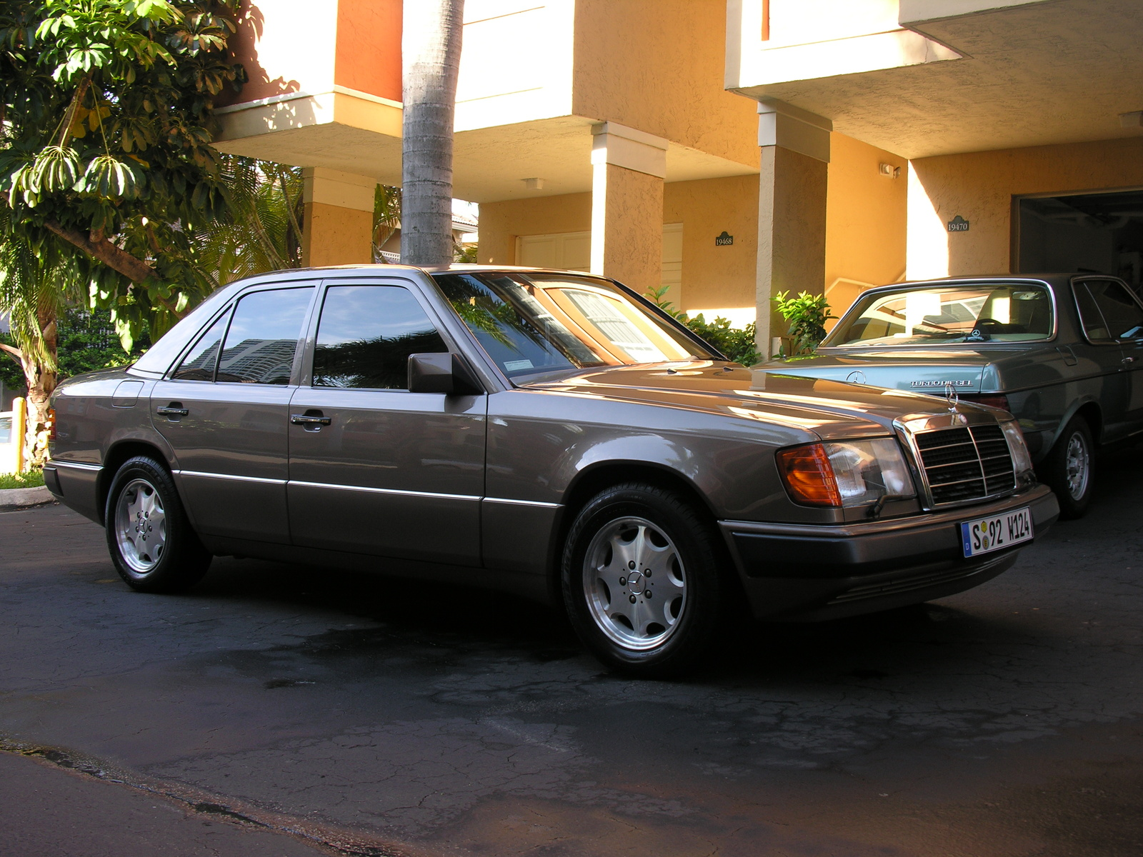 1992 Mercedes-Benz 300-Class 4 Dr 300E Sedan picture, exterior